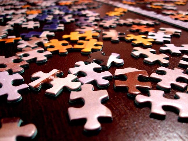 Puzzle pieces facing the same way